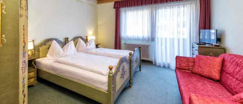 italy_dolomites_kronplatz_hotel-brunella_bedroom.jpg